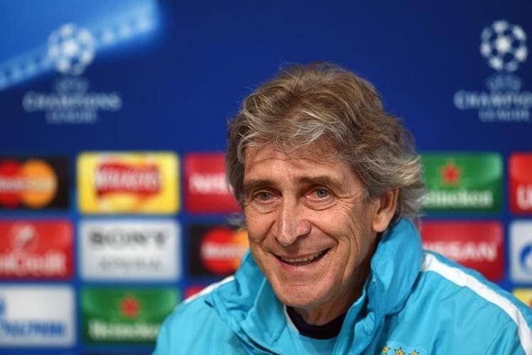 El técnico chileno Manuel Pellegrini, que el martes clasificó al equipo para sus primeras semifinales de Champions y el próximo curso será sustituido por Pep Guardiola.(Foto Prensa Libre: AFP)