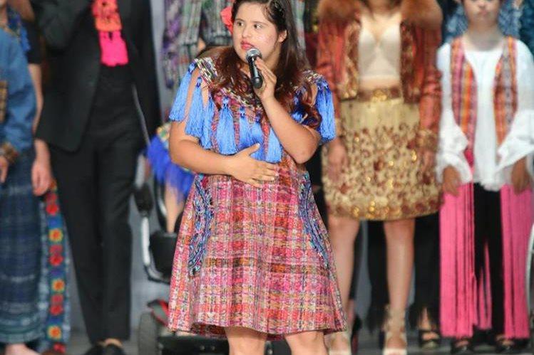La diseñadora guatemalteca Isabella Springmühl durante su participación en el Intermoda de la ciudad de Guadalajara (México). (Foto Prensa Libre: EFE).