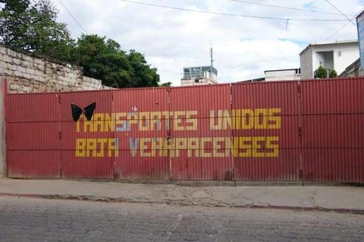 Predio de buses permanece cerrado en Salamá, Baja Verapaz, debido al paro de labores. (Foto Prensa Libre: Carlos Grave)