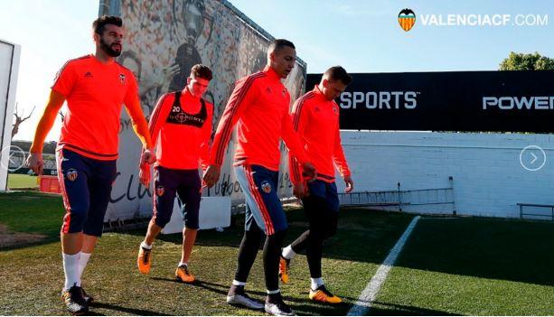 Los jugadores del Valencia confían en lograr el triunfo en el duelo de ida de las semis de la Copa del Rey. (Foto Valencia)