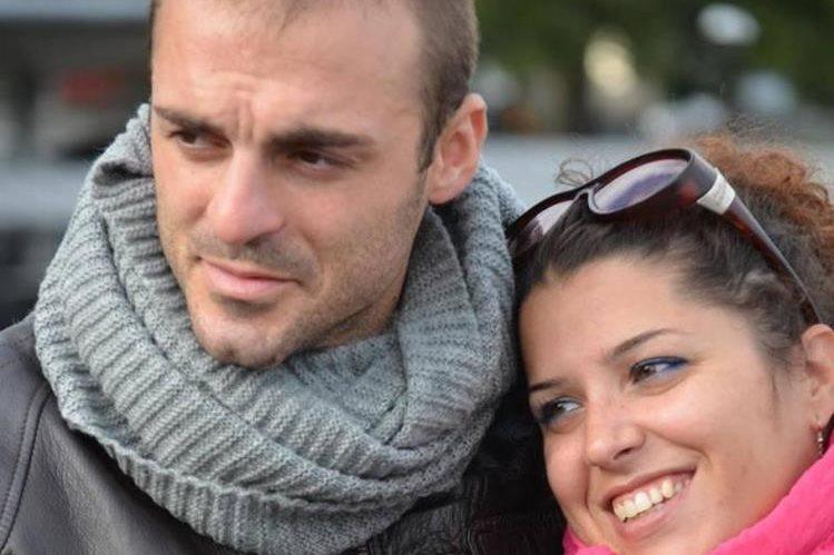Fabio di Lello (i) y su esposa Roberta Smargiassi (d), en una fotografía sin fecha tomada de Facebook.