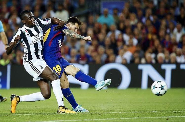 Lionel Messi y Blaise Matuidi durante el partido de la Champions.