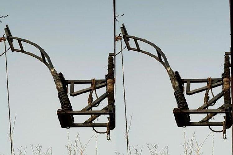 Desmantelan una catapulta utilizada para lanzar drogas sobre el muro fronterizo. (EFE).