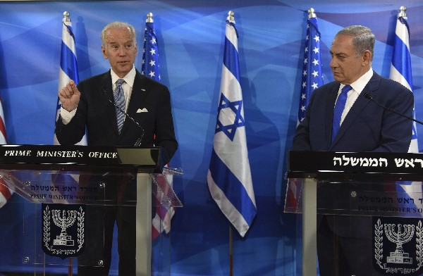 Benjamín Netanyahu (d), y Joe Biden, ofrecen una conferencia de prensa.