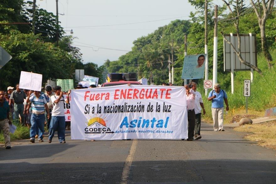 Integrantes de Codeca se oponen a acuerdo entre comuna y Energuate, en El Asintal. (Foto Prensa Libre: Rolando Miranda).