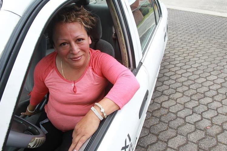 Flor de María Cuyuch, sobrevive como taxista.(Prensa Libre: Hemeroteca PL)