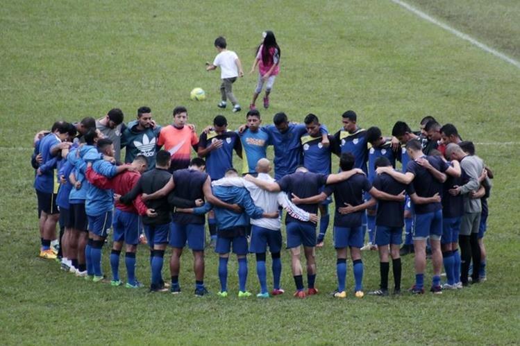 Lols cobaneros llegan con fuerza a las semifinales después de eliminar a Xelajú MC. (Foto Prensa Libre: Eduardo Sam)