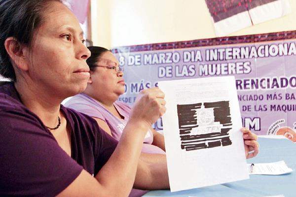 Alsira Siquinajay y Yojana Montenegro, representantes de operadoras de maquila, denunciaron que se obliga a trabajadores a firmar cartas de apoyo a iniciativa de ley.