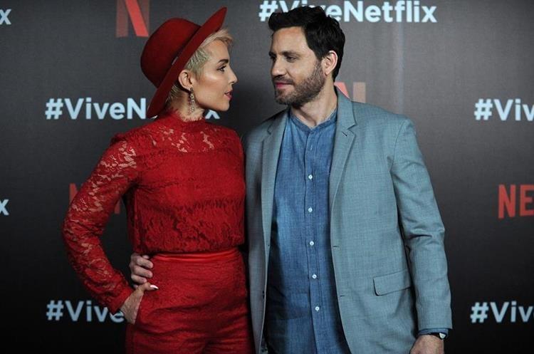La actriz Noomi Rapace y el venezolano Édgar Ramírez durante el #ViveNetflix (Foto Prensa Libre: AFP).