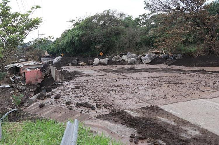 Localizan más restos humanos en área de erupción de volcán en Guatemala