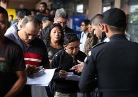 Continúa calvario de guatemaltecos que tramitan pasaporte.