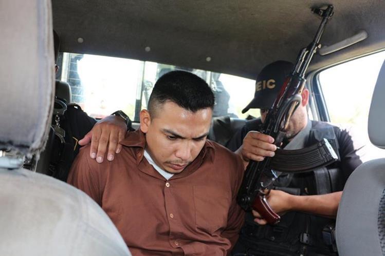 Uno de los jefes de una banda de extorsionistas, Jairo Noé Chocón Teque, fue capturado en Chimaltenango, el 14 de julio último. (Foto Prensa Libre: Víctor Chamale)