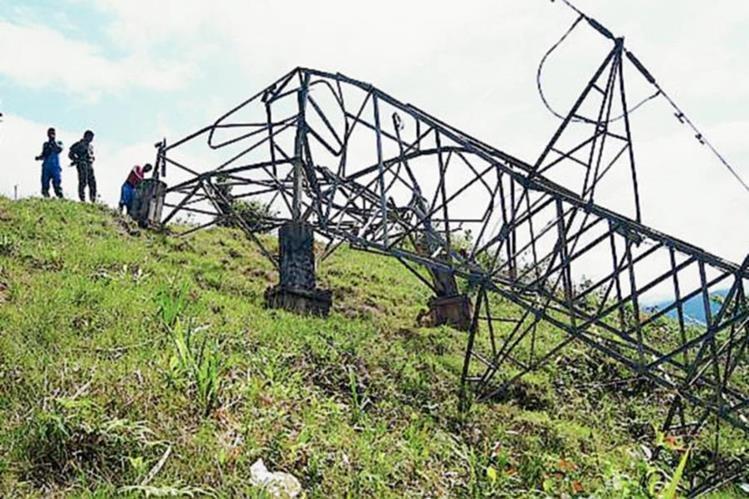La guerrilla de las Farc reconoció el sábado que los atentados contra la infraestructura estatal. (Foto Prensa Libre:EFE).