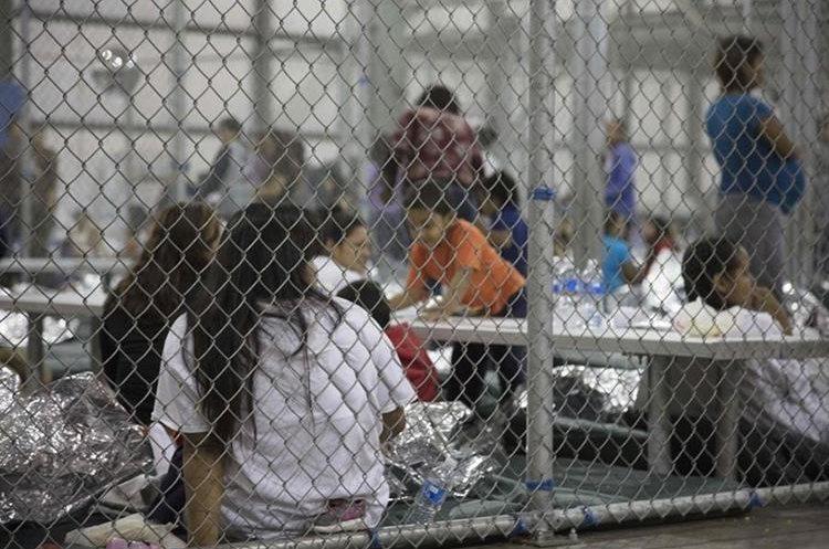 """La política de """"tolerancia cero"""" de Donald Trump ha separado cerca de 2 mil niños y jóvenes migrantes de sus padres. (Foto Prensa Libre: Hemeroteca PL)"""