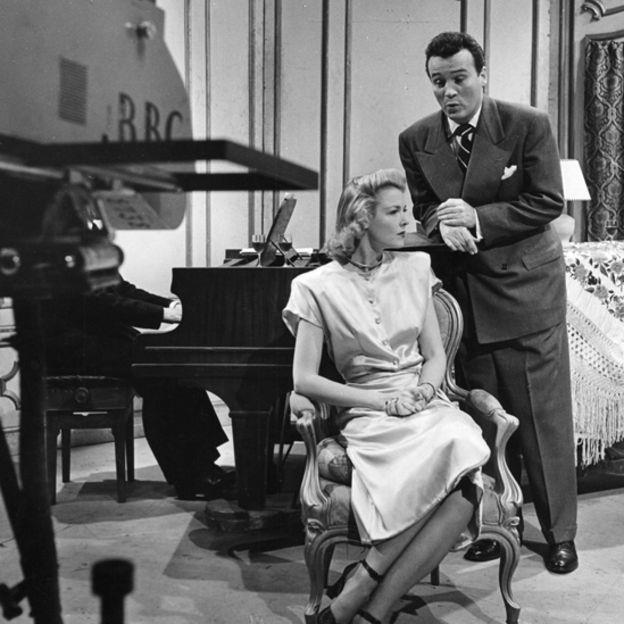 La televisión contrataba a los actores profesionales de los escenarios londinenses para presentar escenas de obras teatrales.