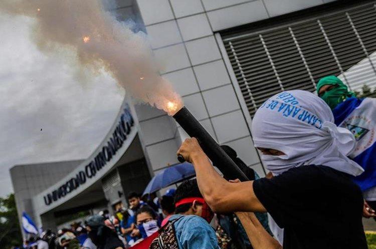 Nicaragua atraviesa la crisis sociopolítica más sangrienta desde la década de 1980, también con Daniel Ortega siendo presidente. (Foto Prensa Libre: AFP)