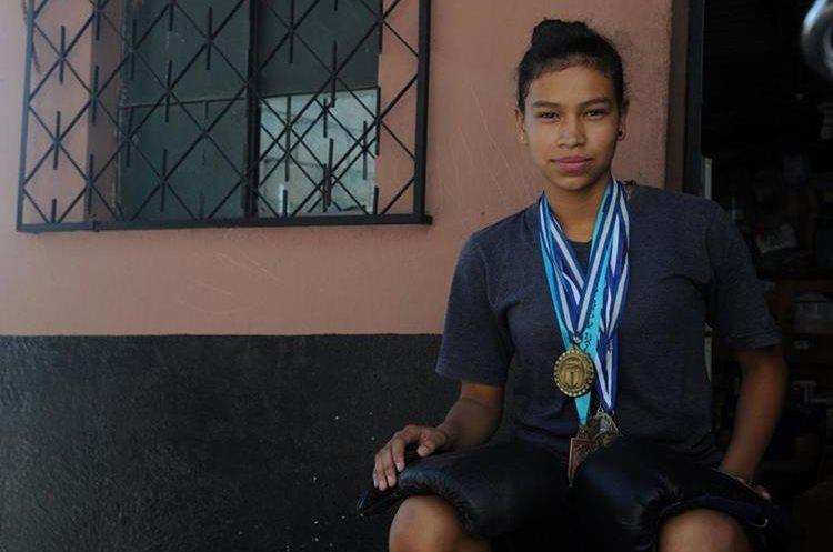 La boxeadora quiere hacer historia en el boxeo guatemalteco. (Foto Prensa Libre: Jeniffer Gómez)