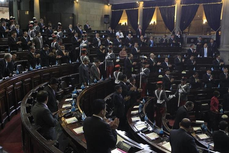 Este jueves se realizó la sesión solemne en conmemoración a los 194 años de independencia. (Foto Prensa Libre: Edwin Bercián)