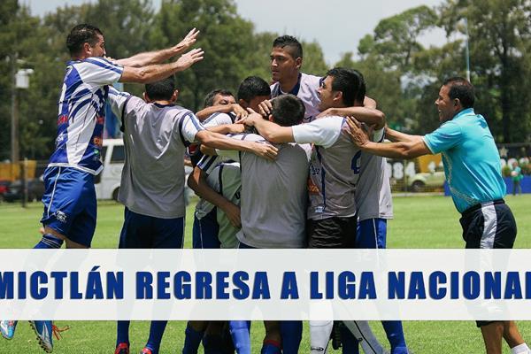 Así festejaron los conejos el gol del empate. (Foto Prensa Libre: Jesús Cuque)