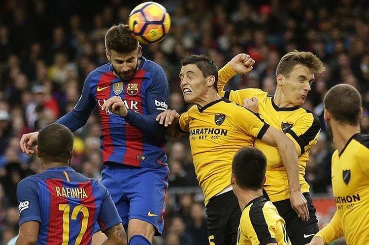 Piqué estuvo cerca de marcar pero no lo logró. (Foto Prensa Libre: AP)