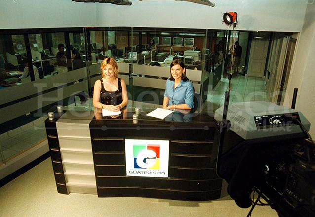 El primer set del Noticiero Guatevisión. (Foto: Hemeroteca PL)