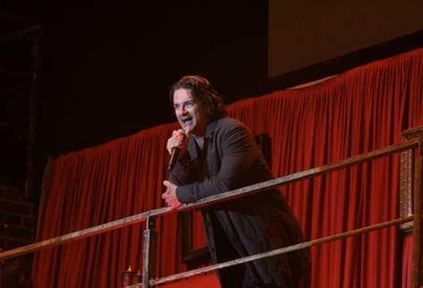 Ricardjo Arjona interpreta uno de sus temas. (Foto Prensa Libre: Carlos Sebastián)