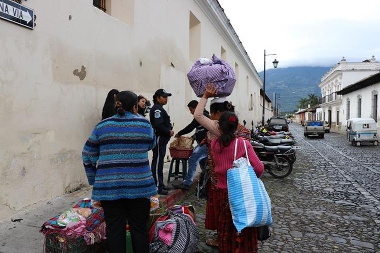 Un grupo de 19 vendedoras de comida fueron desalojadas del tanque de La Unión. (Foto Prensa Libre: Julio Sicán)
