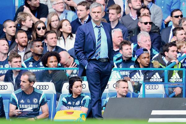 El entrenador José Mourinho continuaría con el Chelsea hasta el 2019. (Foto Prensa Libre: AFP)