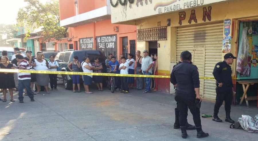 Lugar donde quedó el cuerpo de Sergio Morales, en Santa Lucía Cotzumalguapa. (Foto Prensa Libre: Enrique Paredes).