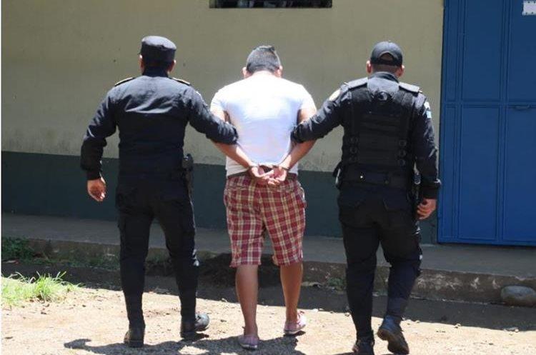 La Policía Nacional Civil captura a varios sospechosos de delitos vinculados a la trata de personas, en los operativos efectuados en Mazatenango, Suchitepéquez. (Foto Prensa Libre: cortesía PNC)