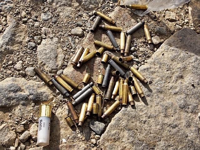 CasQUILLOS de armas de grueso calibre fueron hallados luego del enfrentamiento más reciente.