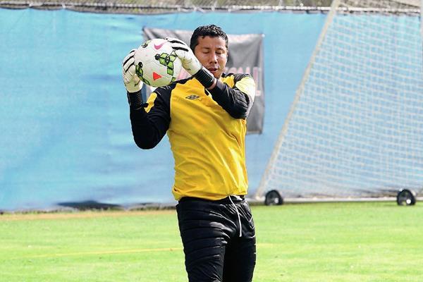 Juan José Paredes tuvo que regresar a Guatemala antes de tiempo, debido a su lesión. (Foto Prensa Libre: Hemeroteca PL)