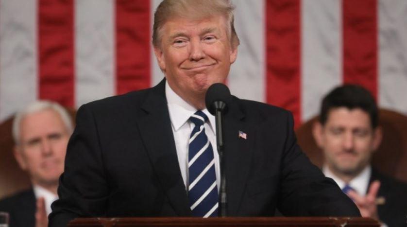 A Trump le gusta ser ovacionado por la multitud durante sus discursos, pero sale a la defensiva ante cualquier crítica.