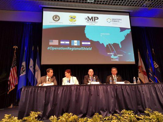 En reunión en Miami de los jefes de las fiscalías de Guatemala, El Salvador y Honduras con el fiscal general adjunto de Estados Unidos, Keneth Blanco. (Foto: MP)