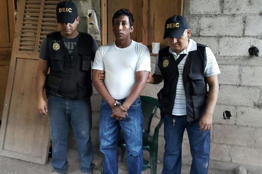 Byron Isaías Recinos Marcos es capturado en Quezaltepeque, sindicado de matar a una mujer en el 2014. (Foto Prensa Libre: PNC)