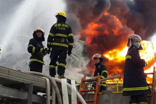 Alrededor de diez mil personas fueron evacuadas hoy en tres campings de la localidad costera de Fréjus, sur de Francia. (Foto Prensa Libre: AFP)