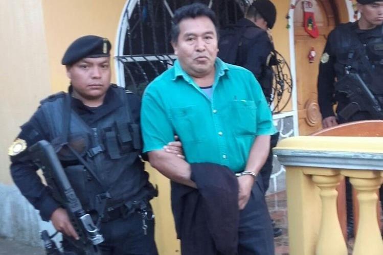Mauricio Acabal Guzmán, exconcejal segundo de El Palmar, Quetzaltenango, es capturado por supuestos actos anómalos. (Foto Prensa Libre: PNC)