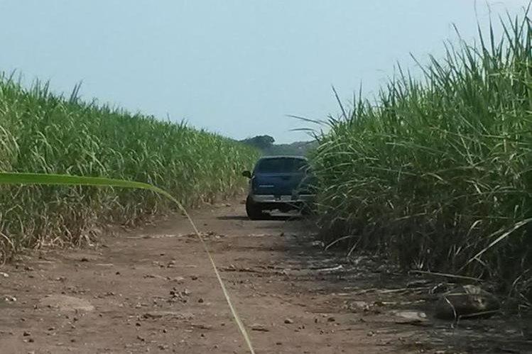 Lugar donde fue localizado el picop, en Escuintla. (Foto Prensa Libre: Enrique Paredes)