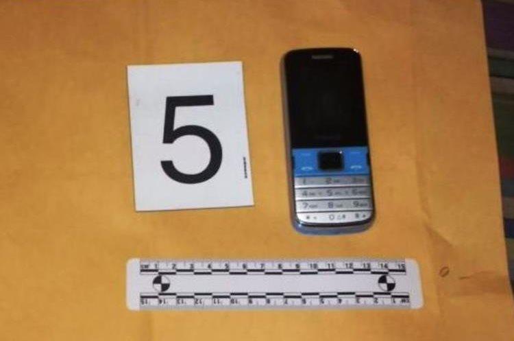 También decomisaron un teléfono móvil que será analizado en la investigación contra la estructura. (Foto Prensa Libre: PNC)