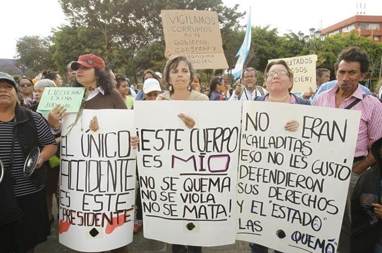 Guatemaltecos exigen justicia por caso Hogar Seguro, en la Plaza de la Constitución.