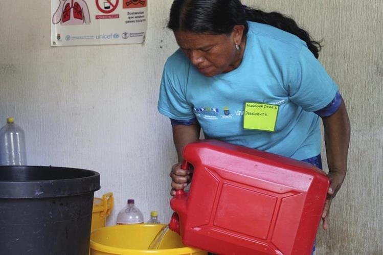 Doña Francisca es una de las líderes de la cooperativa de cloro.