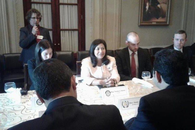 La congresista de origen guatemalteco Norma Torres se reunió en Washington con el presidente Jimmy Morales. (Foto Prensa Libre: Presidencia)