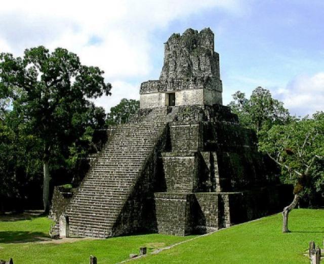 Se cree que este edificio es una construcción funeraria. (Foto Prensa Libre: Hemeroteca PL)