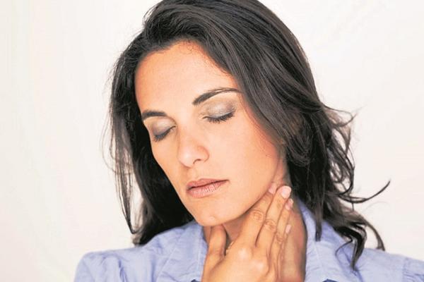 <p>El cáncer tiroideo se manifiesta con hinchazón en el cuello o dolor en la garganta. (Foto Prensa Libre: Archivo)</p>