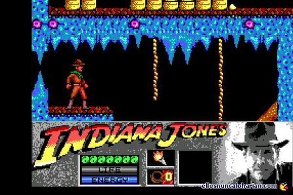Inspirado en la popular cinta de Indiana Jones, este juego lleva a su protagonista por catacumbas y sitios peligrosos que requieren destreza.