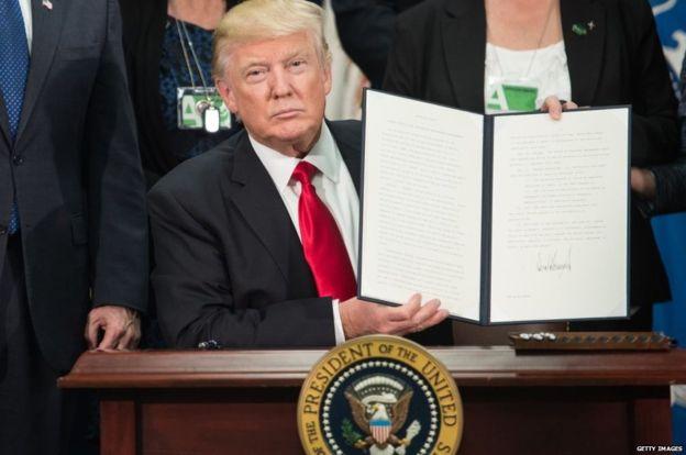 Trump firmó una orden para contratar a más agentes de inmigración en la primera semana de su mandato. GETTY IMAGES