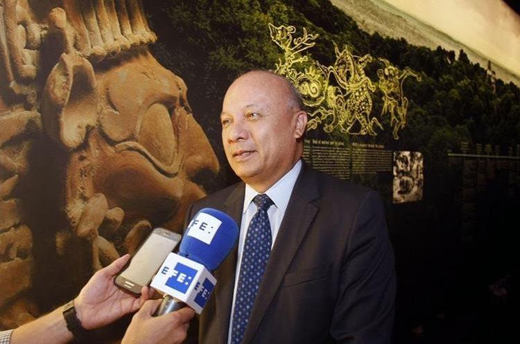 El ministro de Cultura y Deportes de Guatemala, José Luis Chea Urruela, durante su visita a las instalaciones del MARQ. (Foto Prensa Libre, EFE)