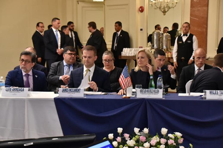 La comitiva que acompaña a Nielsen está conformada por al menos 24 funcionarios. (Foto Prensa Libre: Minex)