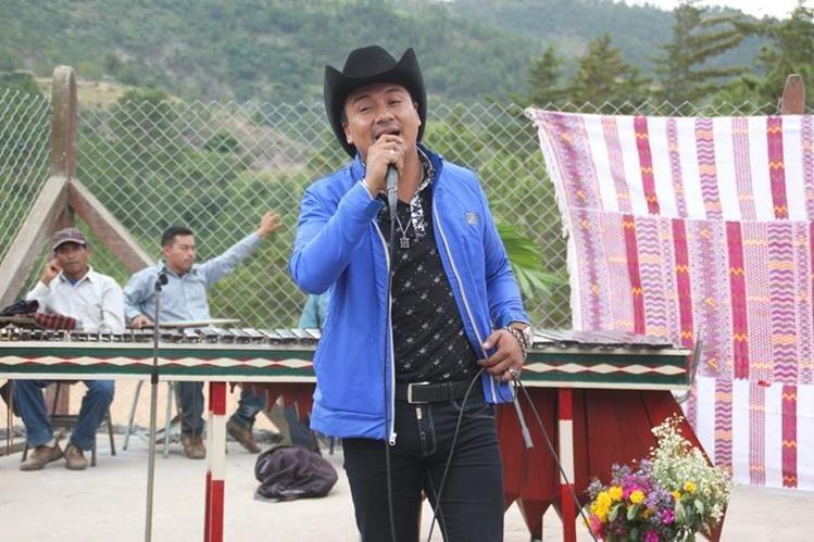 Raúl Raymundo es un guatemalteco que destaca en la música regional mexicana. (Foto Prensa Libre: Mike Castillo)