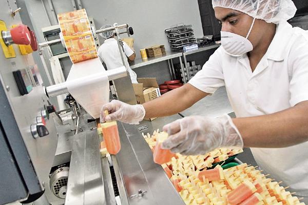 Más de 18 sabores y combinaciones ofrece en su catálogo Helados Rich, cuya fábrica se encuentra en Mixco. (Foto: Prensa Libre, Álvaro Interiano).